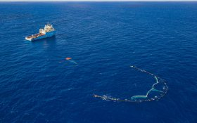 U/shaped floating barrier collects plastic waste in Pacific ocean