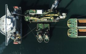Heavy lift vessel Blue Marin takes on board backhoe dredger Magnor in Australia