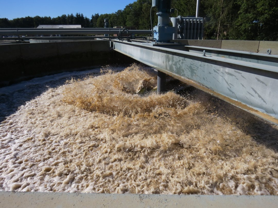 Recovery of calcium from industrial waste water