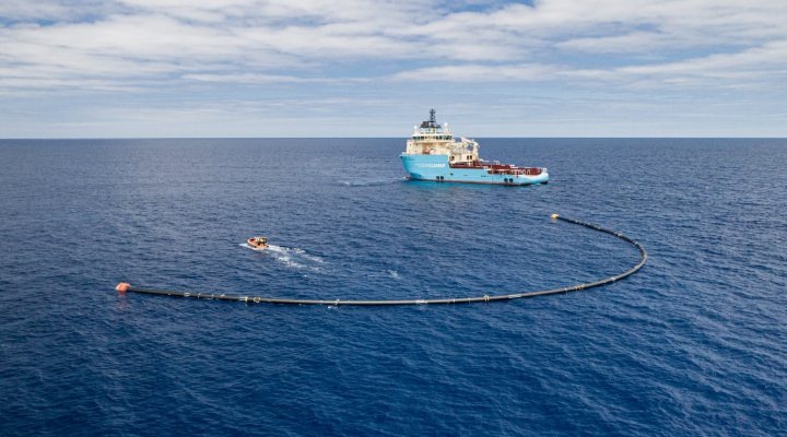 The Ocean Cleanup system 001B deployment