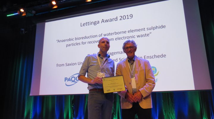 Simon Hageman receives Lettinga Award 2019 from Gatze Lettinga