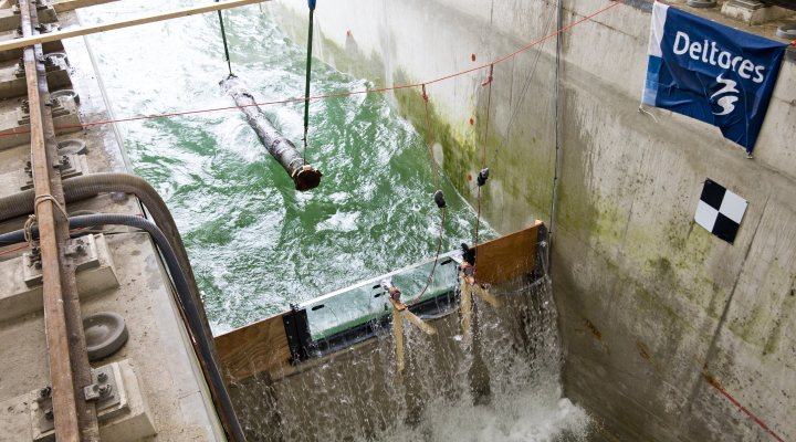 Test of the strength of a glass flood wall in Delta flume at Deltares, the Netherlands