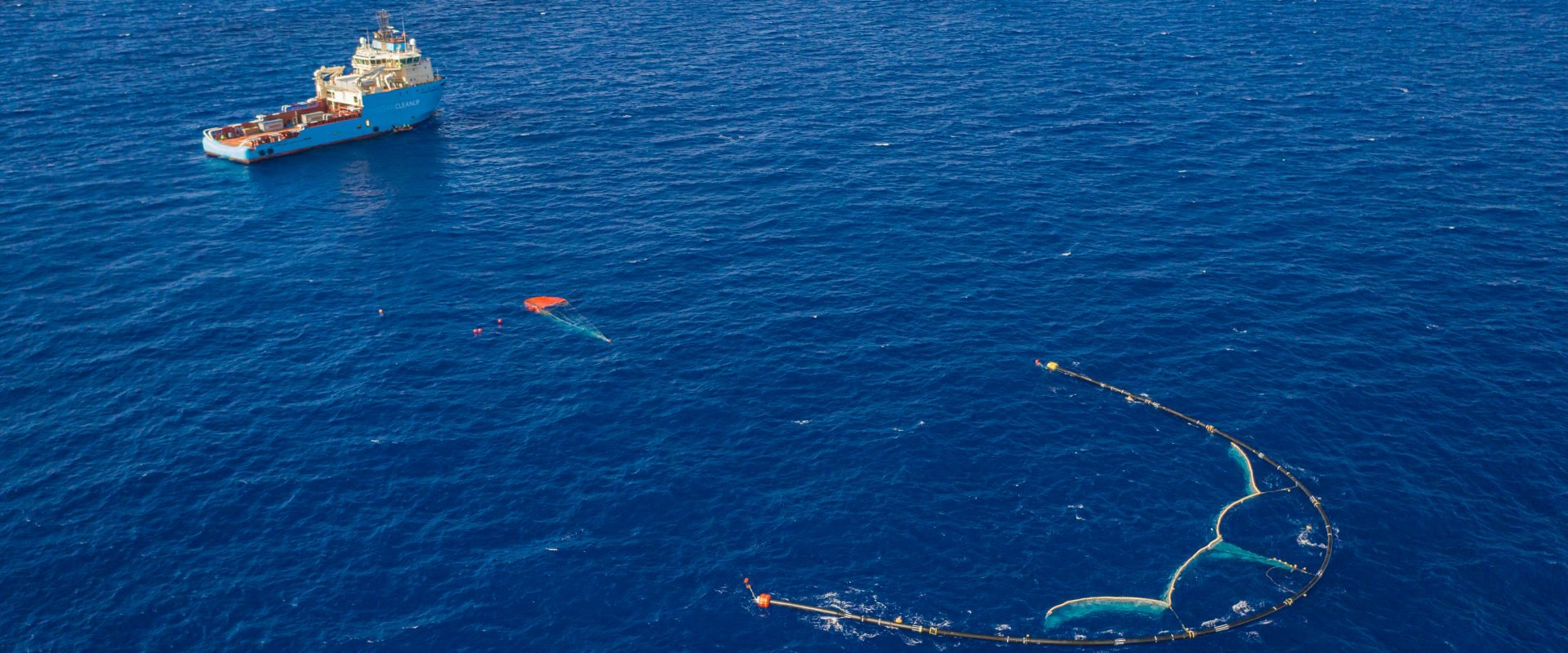 U-shaped floating barrier collects plastic waste in Pacific ocean